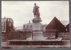 The statue of Bertel Thorvaldsen on Austurvöllur, 1875. Photography Frederick W.W. Howell